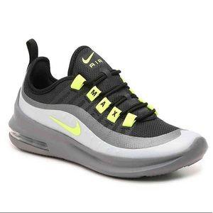 Nike - Air Max Axis Sneaker